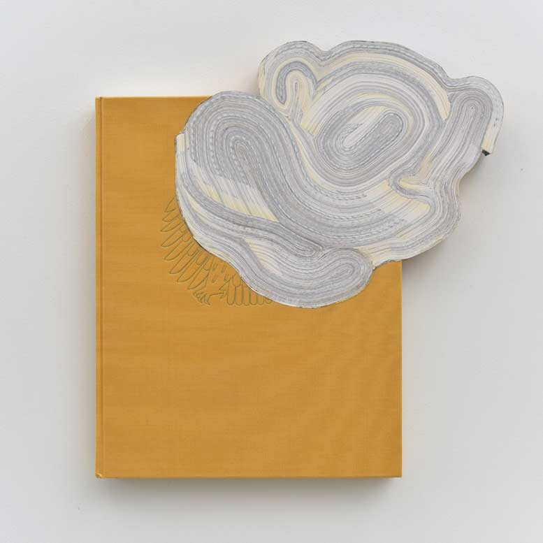 Jonathan Callan, Greek Gold in the German Parliament, 2015. Papel, 35.5 x 33 x 4.5 cm